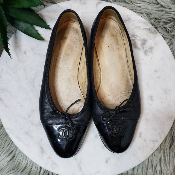 CHANEL Shoes - Chanel Cap Toe Ballet Flat in Black